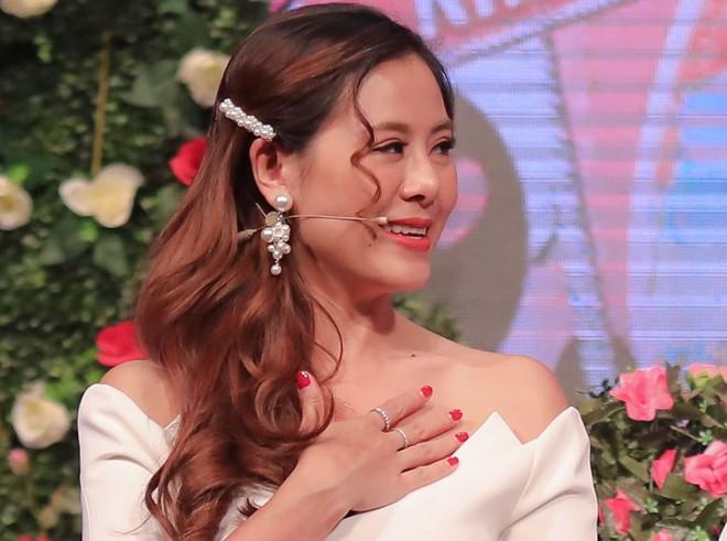 Sao Việt hôm nay (17/5): Hương Tràm tắt điện thoại; Nam Thư đáp trả antifan chỉ trích cô vô duyên khi làm MC Bạn muốn hẹn hò - Ảnh 3.