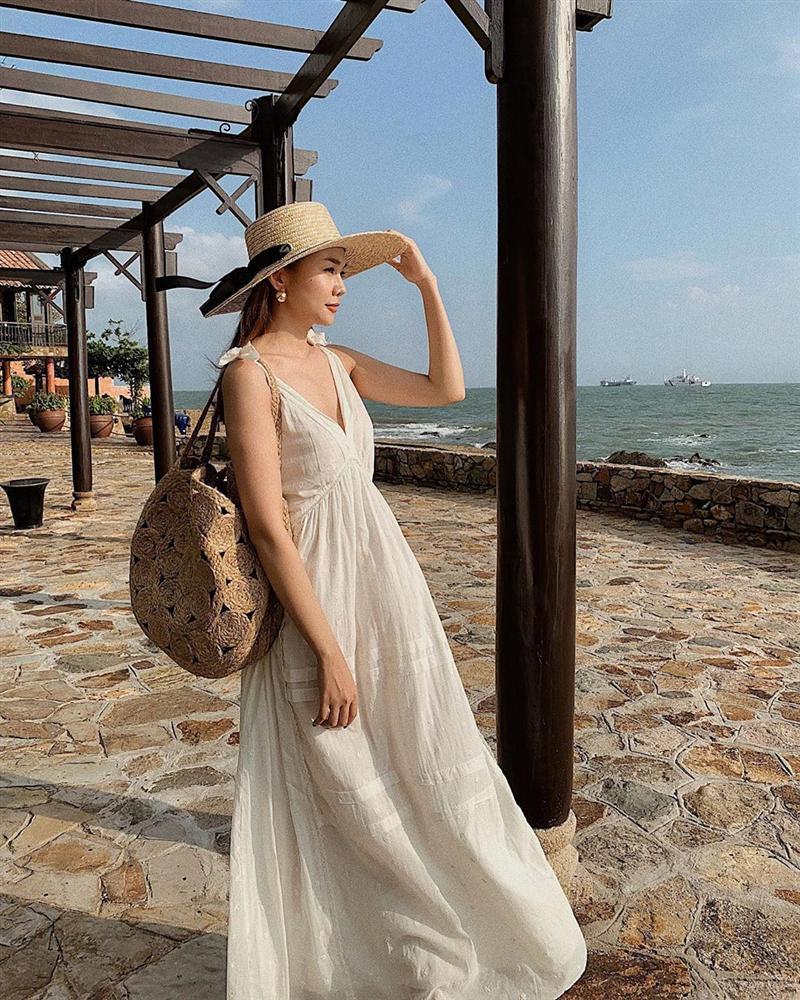 Sao Việt hôm nay (17/5): Hương Tràm tắt điện thoại; Nam Thư đáp trả antifan chỉ trích cô vô duyên khi làm MC Bạn muốn hẹn hò - Ảnh 4.