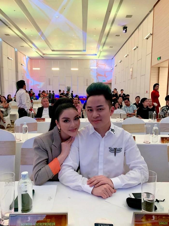 Sao Việt hôm nay (17/5): Hương Tràm tắt điện thoại; Nam Thư đáp trả antifan chỉ trích cô vô duyên khi làm MC Bạn muốn hẹn hò - Ảnh 6.
