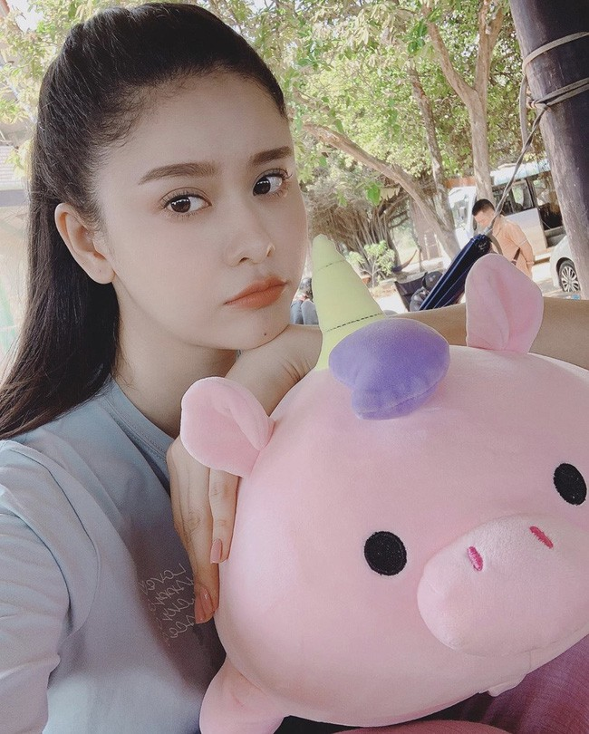 Sao Việt hôm nay (17/5): Hương Tràm tắt điện thoại; Nam Thư đáp trả antifan chỉ trích cô vô duyên khi làm MC Bạn muốn hẹn hò - Ảnh 7.