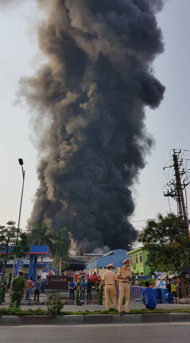 Cháy lớn kho hàng nằm gần cây xăng ở Hải Phòng - Ảnh 6.