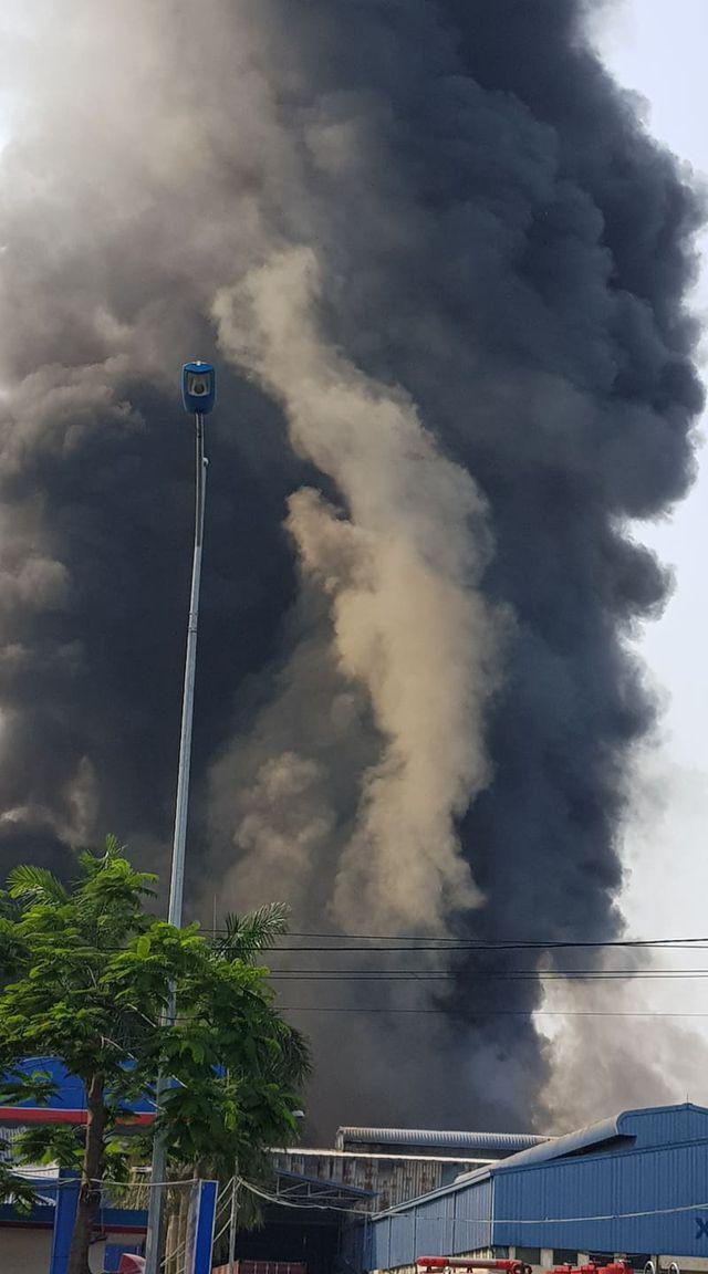 Cháy lớn kho hàng nằm gần cây xăng ở Hải Phòng - Ảnh 7.