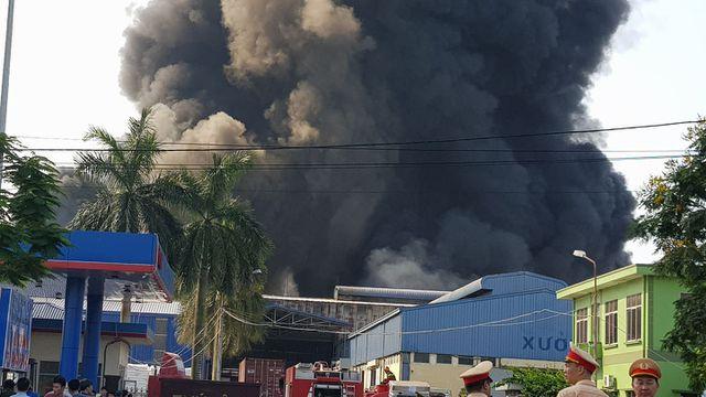 Cháy lớn kho hàng nằm gần cây xăng ở Hải Phòng - Ảnh 8.