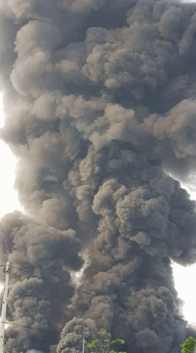 Cháy lớn kho hàng nằm gần cây xăng ở Hải Phòng - Ảnh 9.