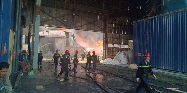 Cháy lớn kho hàng nằm gần cây xăng ở Hải Phòng - Ảnh 11.