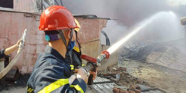 Cháy lớn kho hàng nằm gần cây xăng ở Hải Phòng - Ảnh 12.