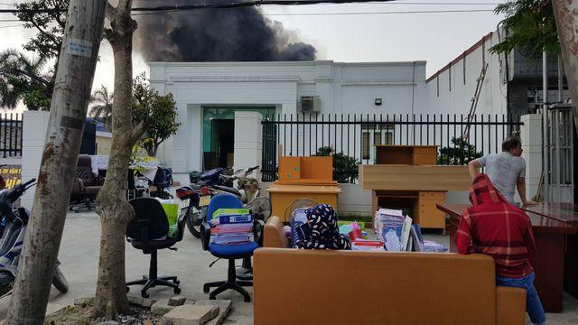 Cháy lớn kho hàng nằm gần cây xăng ở Hải Phòng - Ảnh 13.