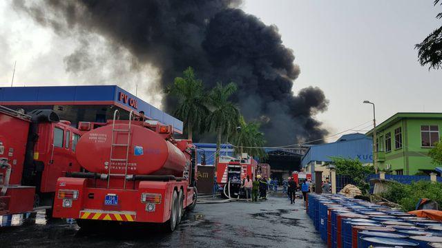 Cháy lớn kho hàng nằm gần cây xăng ở Hải Phòng - Ảnh 1.