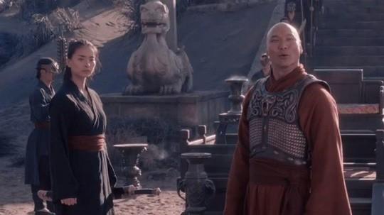 Đạo diễn thắng Oscar đăng ảnh Ngô Thanh Vân trên trường quay - Ảnh 2.