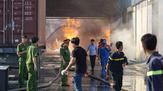 Cháy lớn kho hàng nằm gần cây xăng ở Hải Phòng - Ảnh 3.