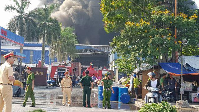 Cháy lớn kho hàng nằm gần cây xăng ở Hải Phòng - Ảnh 4.