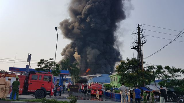 Cháy lớn kho hàng nằm gần cây xăng ở Hải Phòng - Ảnh 5.