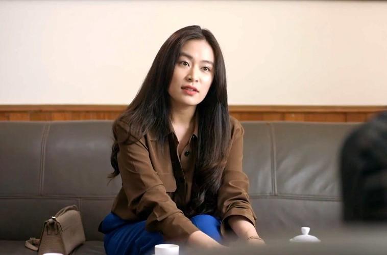 Khán giả chia phe cãi nhau vì diễn xuất của Hoàng Thùy Linh - Ảnh 4.