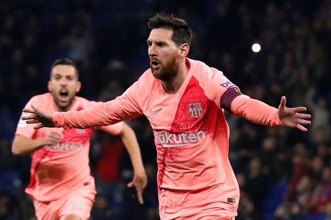 Chính thức: Học Ronaldo, Lionel Messi ra mắt thương hiệu thời trang riêng, bán quần áo trên cả Tmall - Ảnh 1.