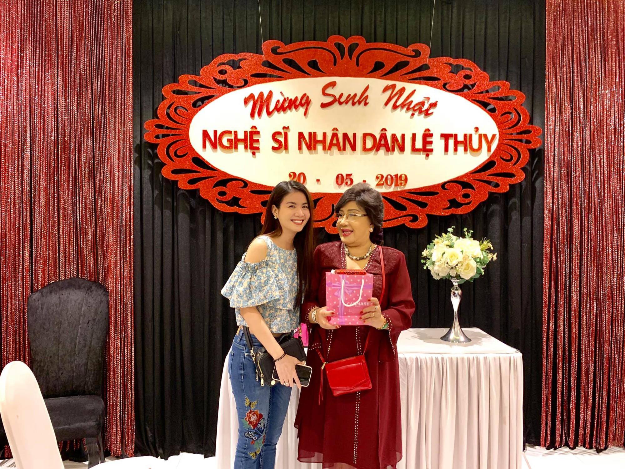 Dàn sao Việt tưng bừng mừng sinh nhật NSND Lệ Thủy - Ảnh 2.
