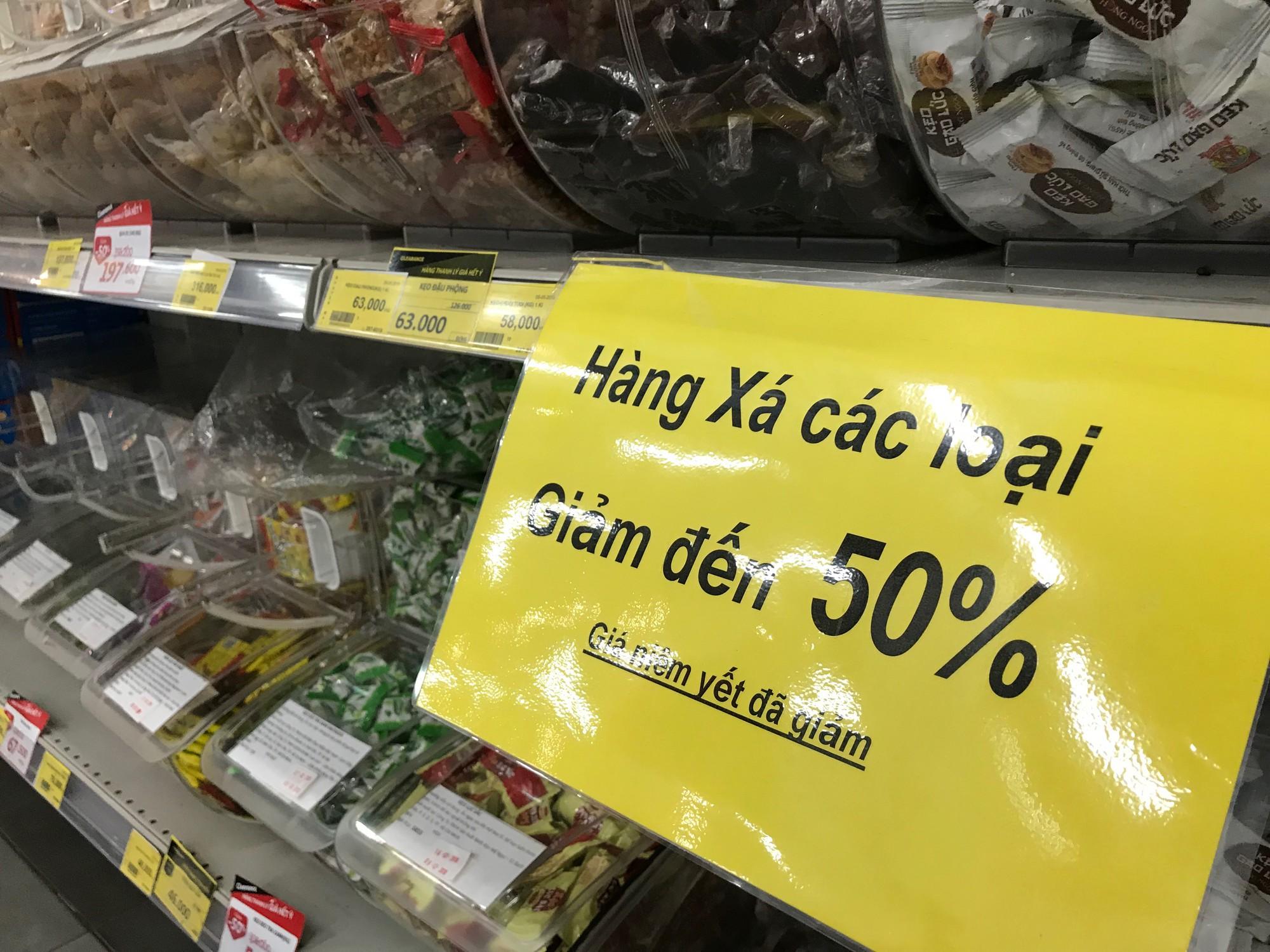 Siêu thị Auchan vắng vẻ sau tuyên bố rút khỏi Việt Nam, gấp rút xả hàng để đóng cửa đầu tháng 6 tới  - Ảnh 4.