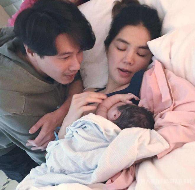 Sao Hoa ngữ khổ sở vì bệnh tật và trầm cảm sau khi sinh con - Ảnh 2.