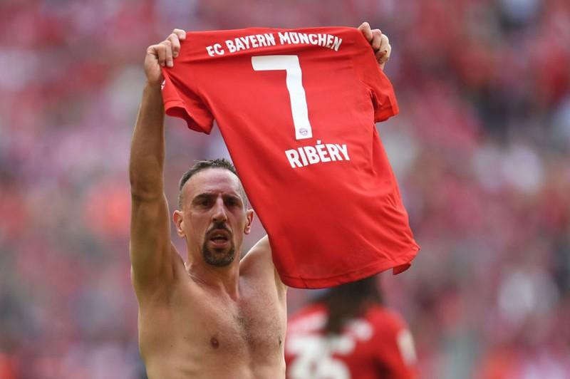 """Chùm ảnh Bayern Munich đăng quang Bundesliga ngày chia tay """"Robbery"""" - Ảnh 4."""