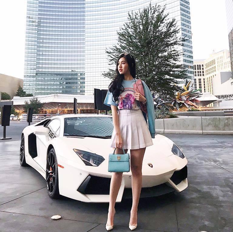 Bà mẹ trẻ sở hữu dàn siêu xe hơn 100 tỉ đồng là ai?  - Ảnh 6.