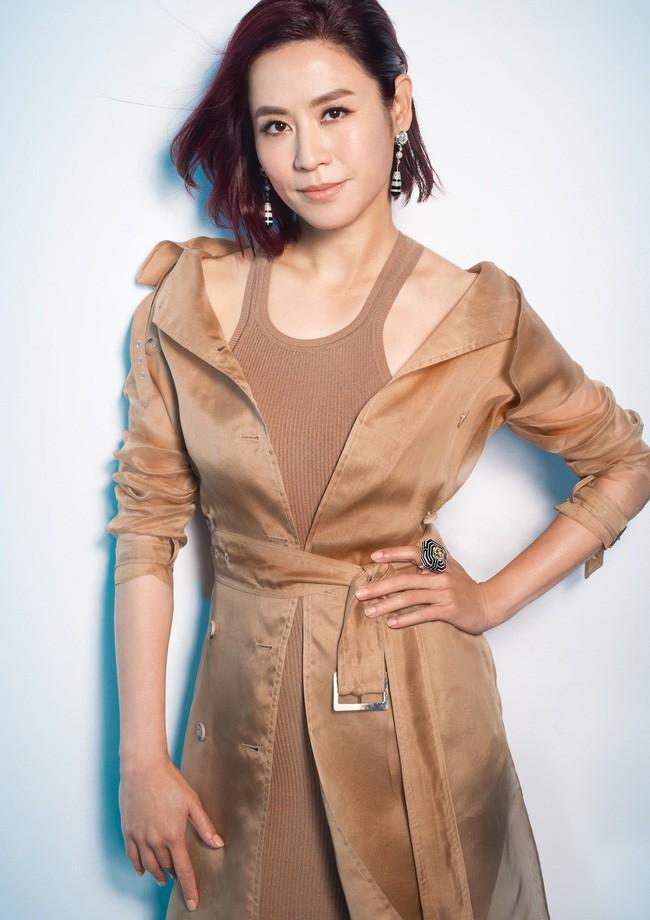 Đại Hoa đán TVB Tuyên Huyên: Xinh đẹp, thành công và nỗi cô đơn ở tuổi 48 - Ảnh 7.