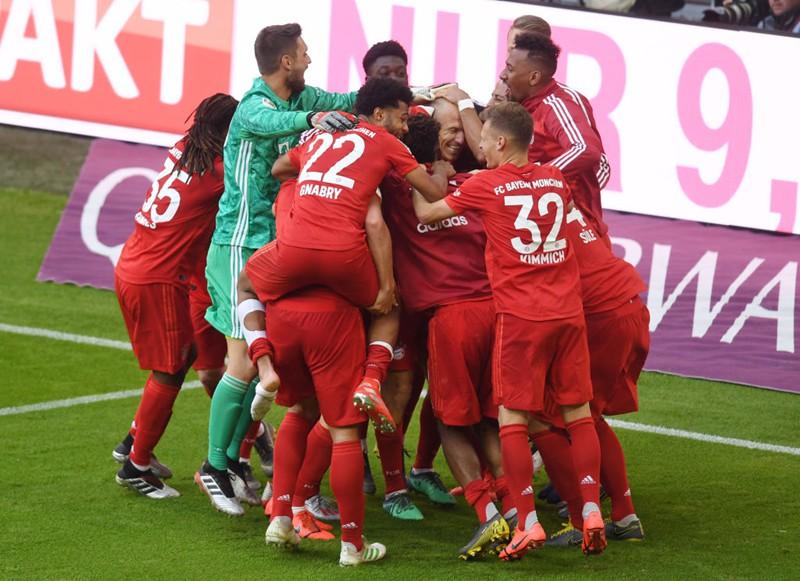 """Chùm ảnh Bayern Munich đăng quang Bundesliga ngày chia tay """"Robbery"""" - Ảnh 8."""
