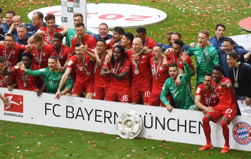 """Chùm ảnh Bayern Munich đăng quang Bundesliga ngày chia tay """"Robbery"""" - Ảnh 9."""