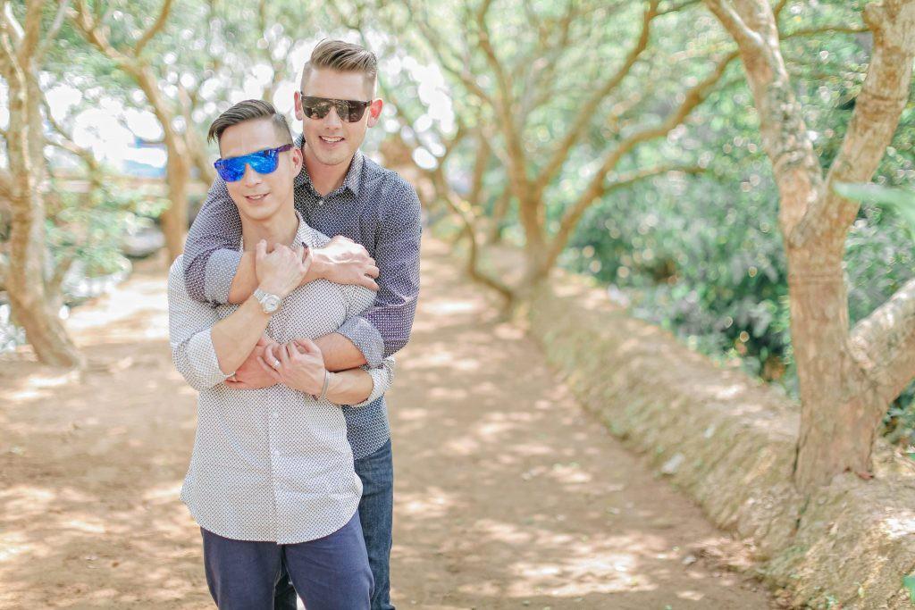 Bộ ảnh đẹp như mơ tại Việt Nam của cặp đôi đồng tính nổi tiếng đến từ Philippines - Ảnh 1.