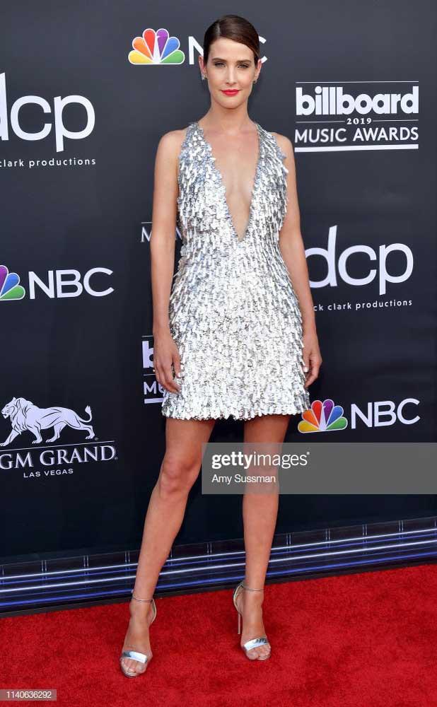 Nữ diễn viên Avengers diện đầm xẻ ngực của Công Trí dự Billboard Music Awards 2019 - Ảnh 1.
