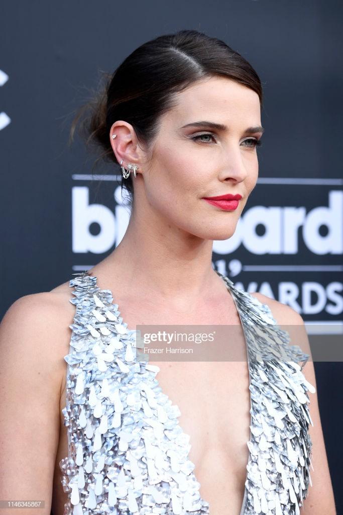 Nữ diễn viên Avengers diện đầm xẻ ngực của Công Trí dự Billboard Music Awards 2019 - Ảnh 3.