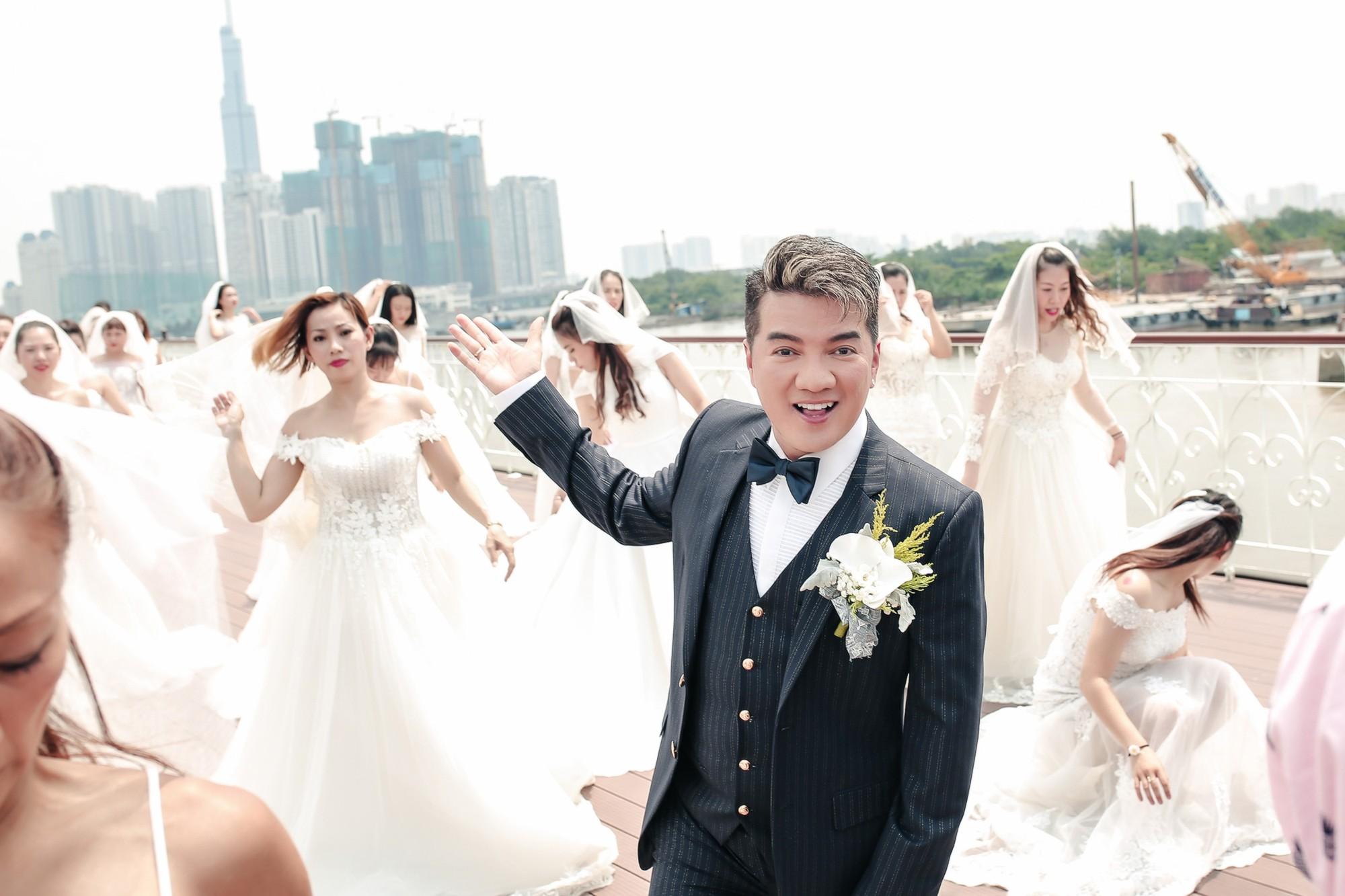 Đàm Vĩnh Hưng chụp ảnh cưới với 50 cô dâu trên boong tàu hạng sang  - Ảnh 3.