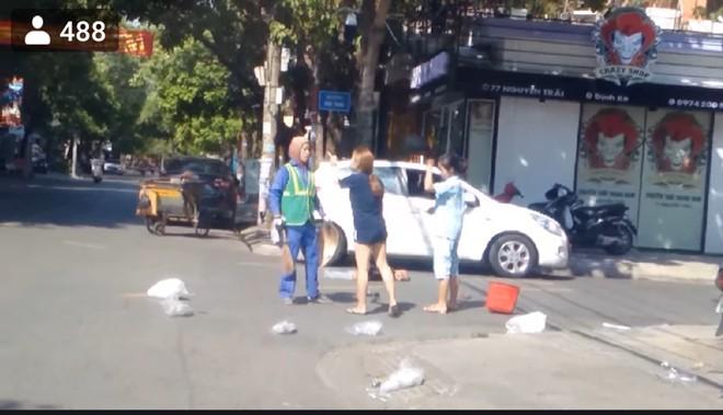 Clip cô chủ shop bắt nạt cô lao công vì bị nhắc vứt rác: Cộng đồng nổi giận - Ảnh 2.