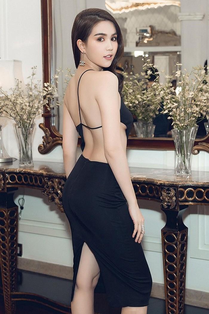 Trước LHP Cannes 2019, Ngọc Trinh cũng từng bị ném đá vì những chiếc váy mặc như không mặc - Ảnh 11.