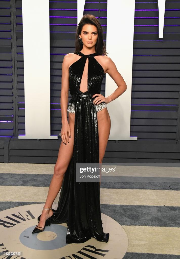 Khán giả bóc mẽ trang phục Ngọc Trinh diện thảm đỏ nhái đồ Kendall Jenner - Ảnh 3.