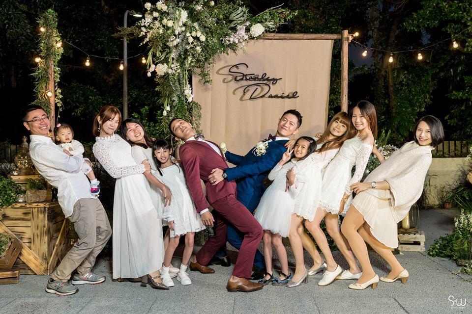 Hình ảnh đám cưới đẹp như trong mơ của cặp đôi đồng tính nam khiến nhiều người ghen tị - Ảnh 4.