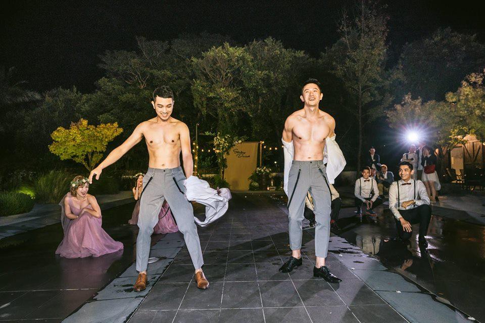 Hình ảnh đám cưới đẹp như trong mơ của cặp đôi đồng tính nam khiến nhiều người ghen tị - Ảnh 18.