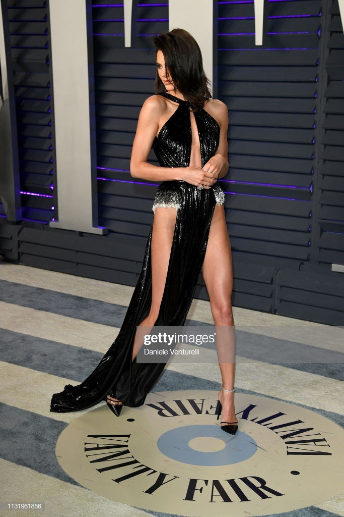 Khán giả bóc mẽ trang phục Ngọc Trinh diện thảm đỏ nhái đồ Kendall Jenner - Ảnh 4.