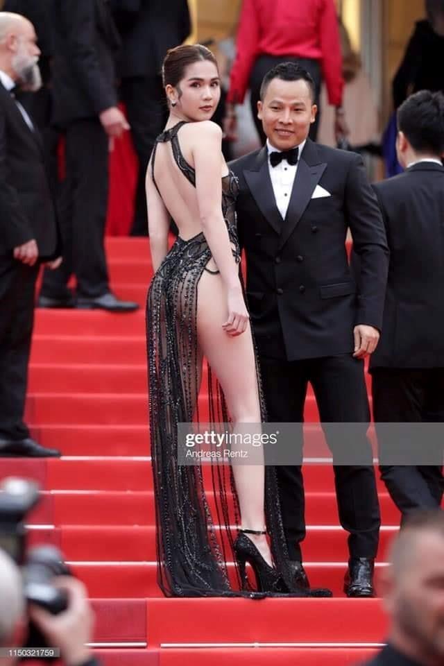 Trước LHP Cannes 2019, Ngọc Trinh cũng từng bị ném đá vì những chiếc váy mặc như không mặc - Ảnh 3.