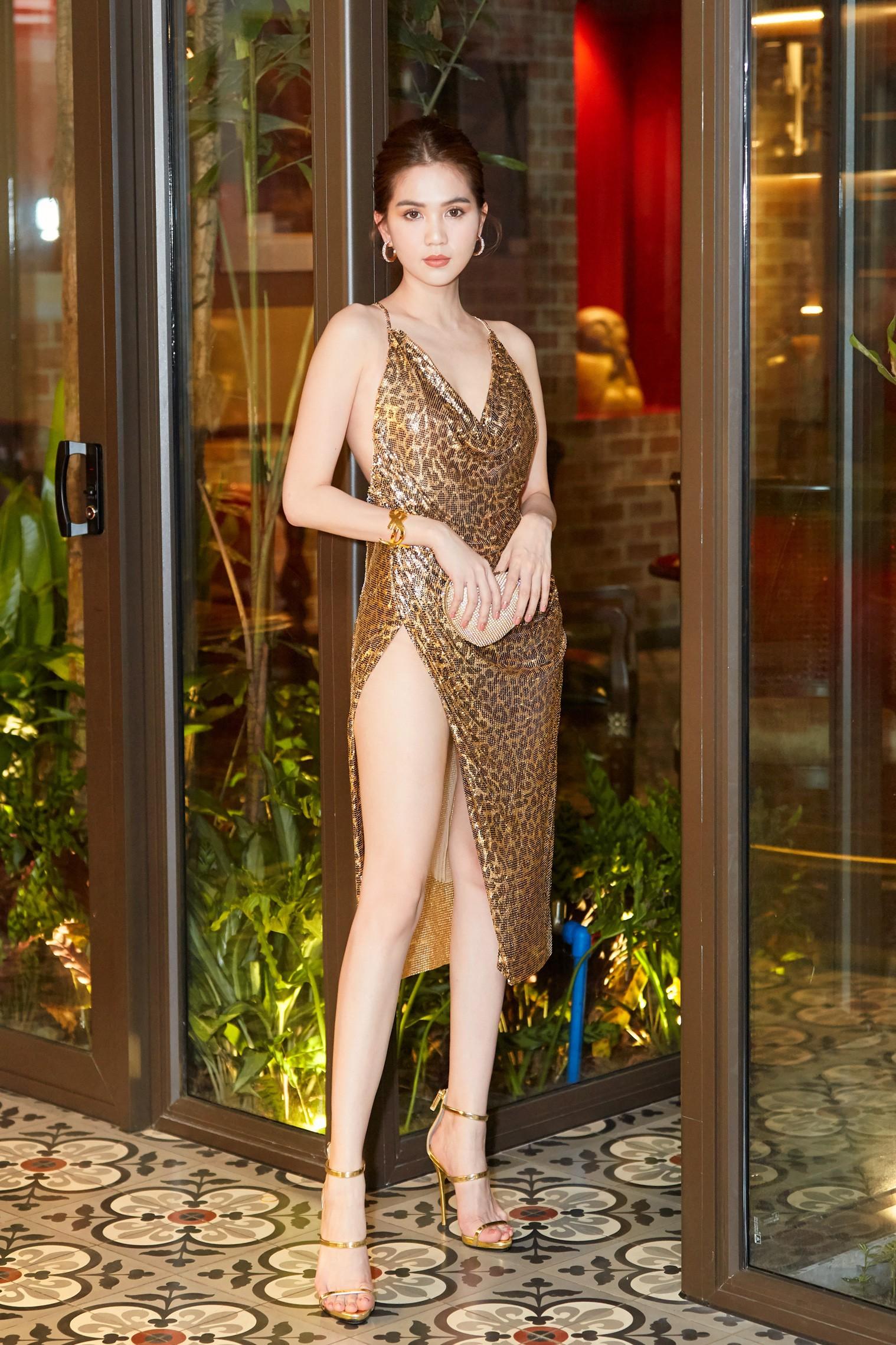 Trước LHP Cannes 2019, Ngọc Trinh cũng từng bị ném đá vì những chiếc váy mặc như không mặc - Ảnh 5.