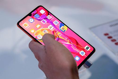 Hàng loạt công ty Mỹ ngừng bán hàng cho Huawei - Ảnh 1.