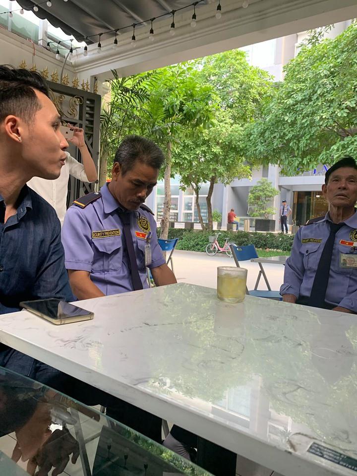 Thanh niên Việt kiều dắt chó đi dạo đã đến xin lỗi bác bảo vệ - Ảnh 2.
