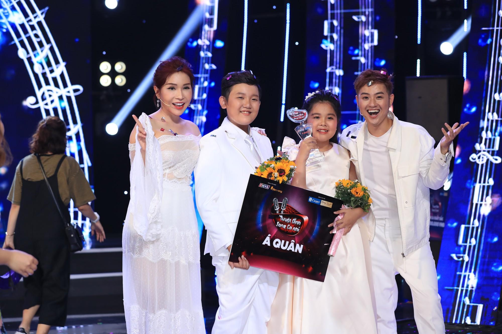 Bị gắn mác ca sĩ hội chợ, Hồ Việt Trung vẫn đưa học trò đăng quang quán quân Tuyệt đỉnh song ca nhí - Ảnh 9.