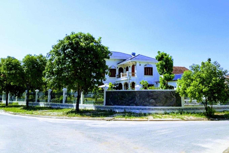 Vợ nguyên Bí thư Tỉnh ủy Quảng Nam mua 2 lô đất vàng hơn 1.300 m2 không đúng luật - Ảnh 1.