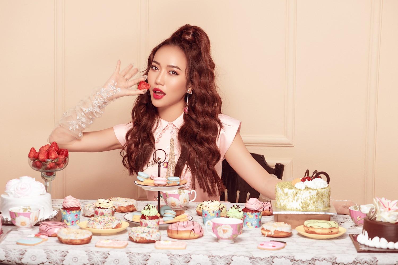 Diệu Nhi hoá công chúa ngọt ngào trong bộ ảnh mừng sinh nhật tuổi 28 - Ảnh 1.