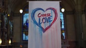 Choose Kindness - thách thức chuẩn mực xã hội, luật lệ tôn giáo khắt khe với người đồng tính - Ảnh 7.