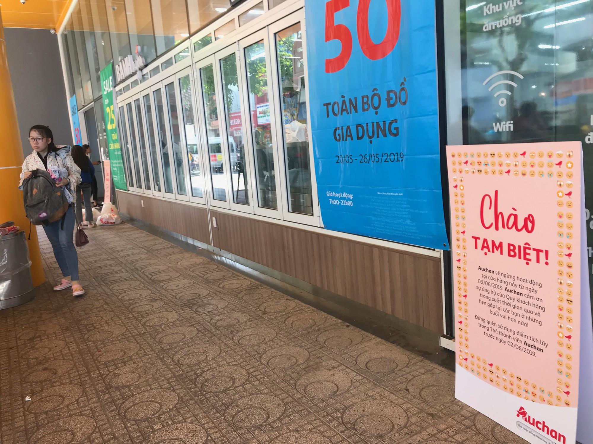 Auchan xả hàng trước khi tháo chạy khỏi Việt Nam, người dân ồ ạt vét sạch siêu thị, chờ hàng giờ chưa được thanh toán  - Ảnh 7.