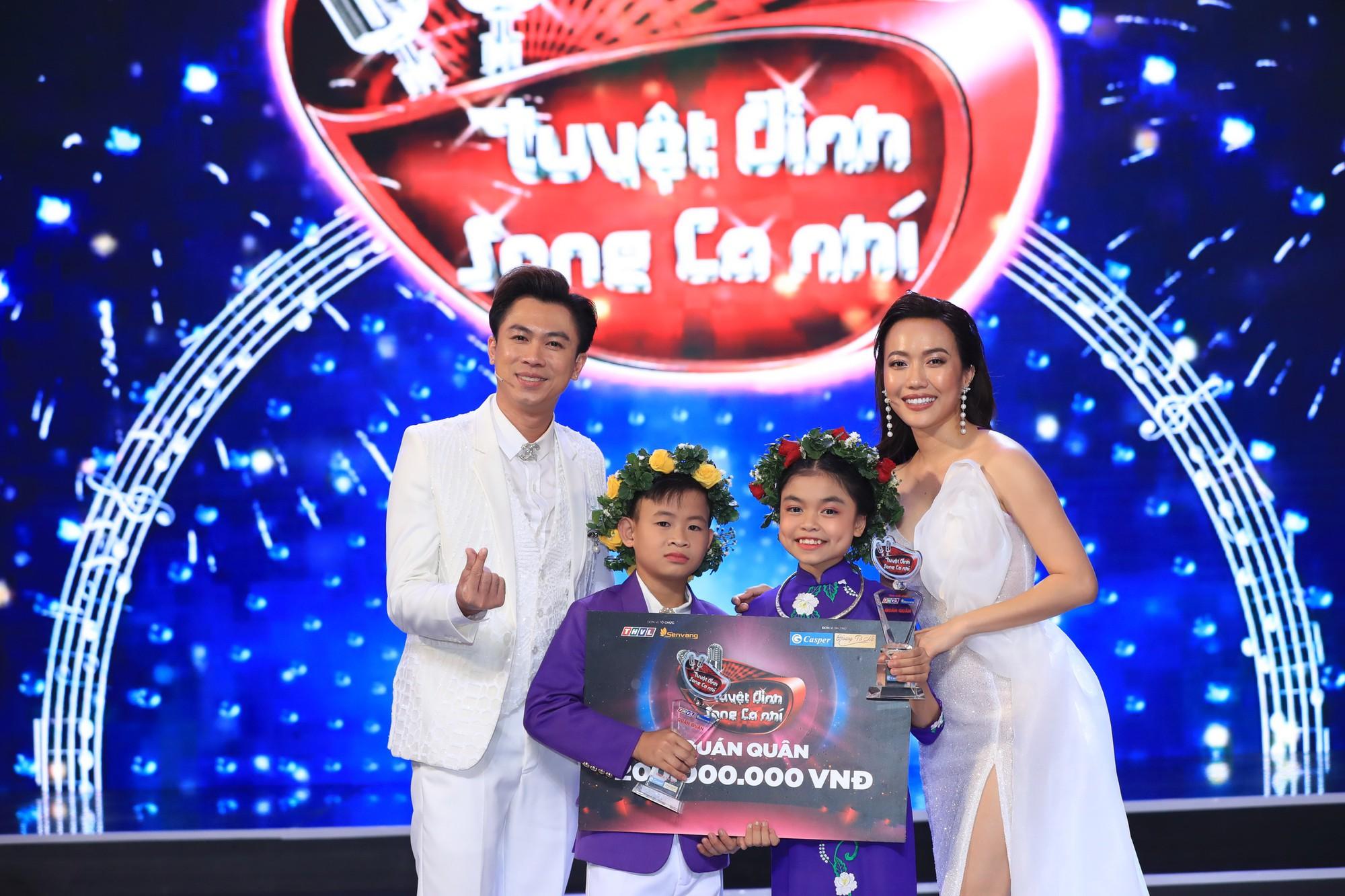 Bị gắn mác ca sĩ hội chợ, Hồ Việt Trung vẫn đưa học trò đăng quang quán quân Tuyệt đỉnh song ca nhí - Ảnh 7.