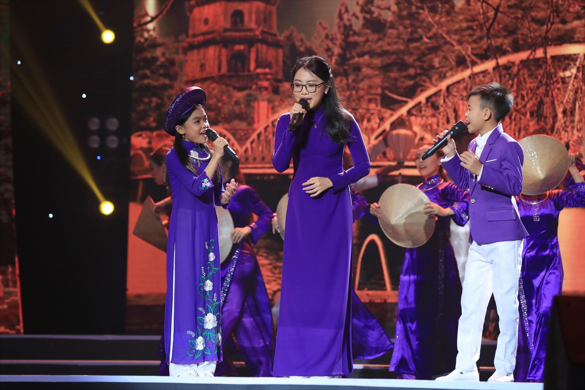 Bị gắn mác ca sĩ hội chợ, Hồ Việt Trung vẫn đưa học trò đăng quang quán quân Tuyệt đỉnh song ca nhí - Ảnh 1.