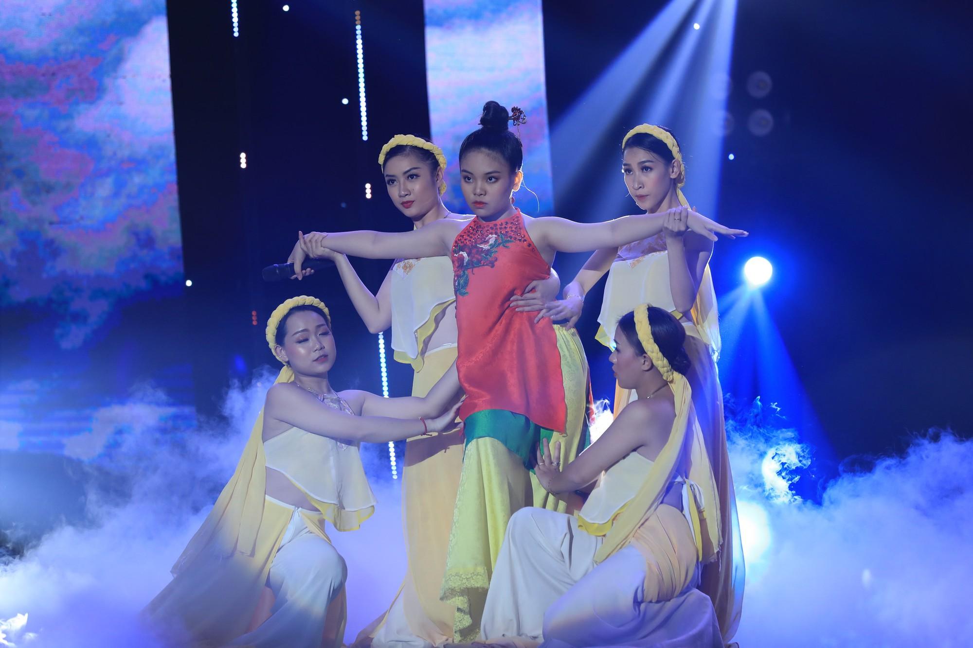 Bị gắn mác ca sĩ hội chợ, Hồ Việt Trung vẫn đưa học trò đăng quang quán quân Tuyệt đỉnh song ca nhí - Ảnh 4.