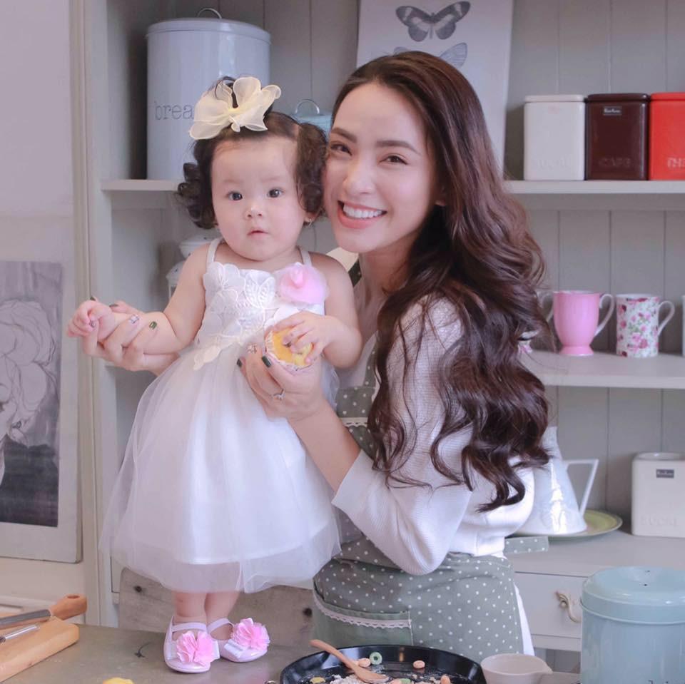 Sao Việt hôm nay (22/5): Tân Hoa hậu Sắc đẹp toàn cầu châu Á 2019 bị ném đá vì đăng ảnh bán nude, Hải Băng tiết lộ lí do triệt sản - Ảnh 1.