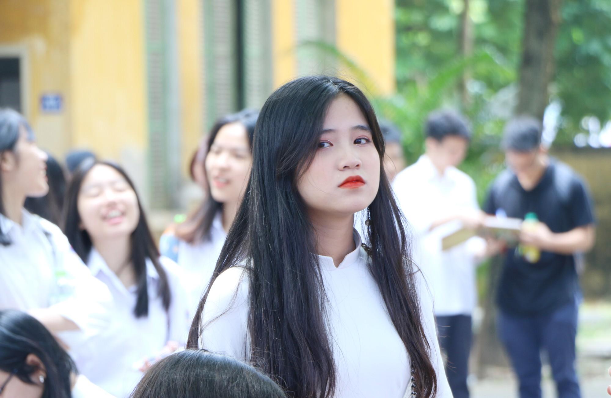 Ngắm nữ sinh Trường Chu Văn An duyên dáng, đẹp tinh khôi trong ngày bế giảng - Ảnh 13.